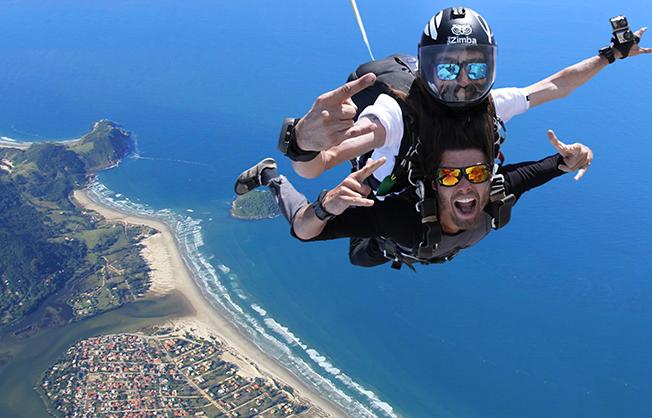 salto_paraquedas-paraquedismo-praia_do_rosa-hostel_albergue_explorer