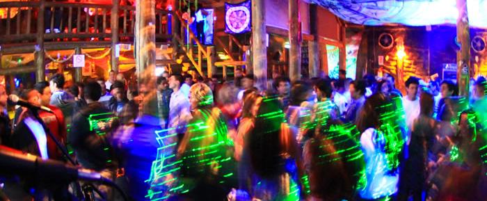 praia_do_rosa-verao-baladas-bares-festas-hostel-albergue_explorer