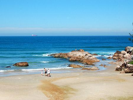 praia_de_ferrugem-sc-brasil-hostel-albergue_explorer