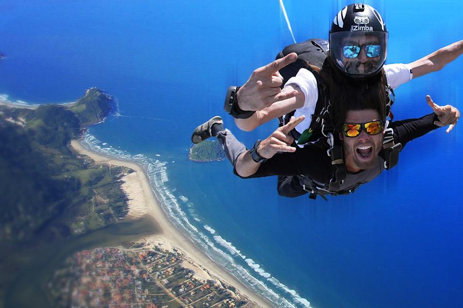 salto_de_paraquedas-praia_rosa-albergue_explorer